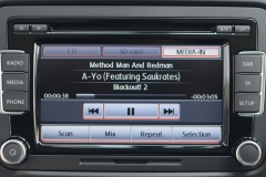 mdi-vw-t5-ipod-iphone-musick-interface-1