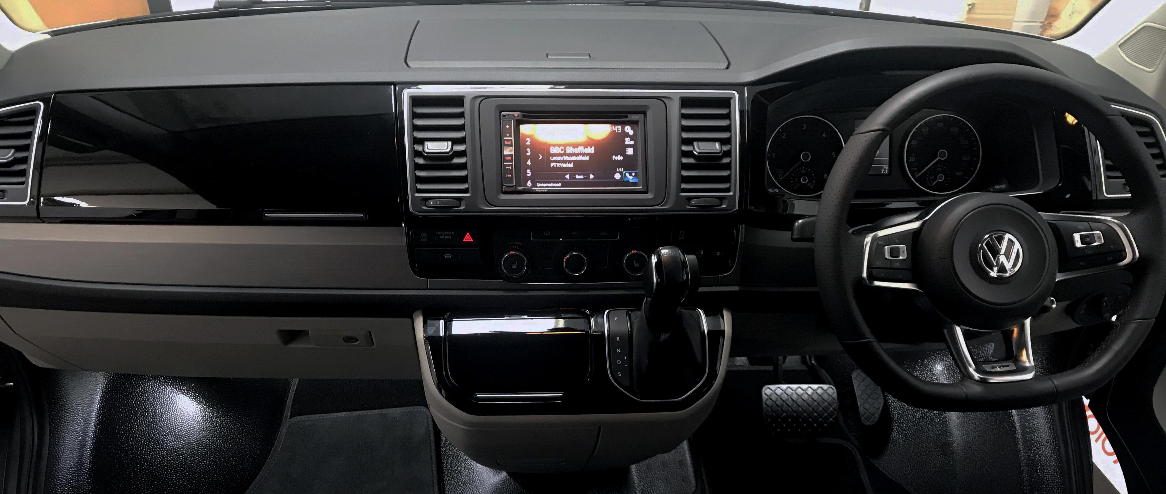 T6 Caravelle Comfort Dash Upgrad cut